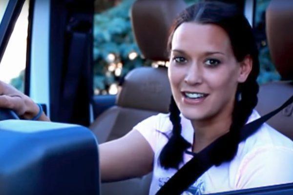 Cette vidéo vous explique comment enlever un Hard Top sur votre Jeep JK